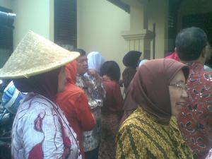 Para guru mengunjungi pameran