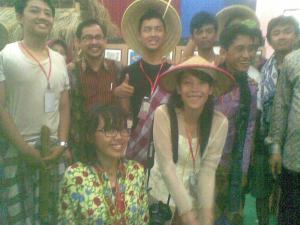 Pak Ikhsan, Kepala Diknas Surabaya bersama siswa kelas X-8