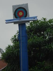 Tiang spanduk yang akan di Buka ole4h Aldhy atlit panahan tingakt Nasional